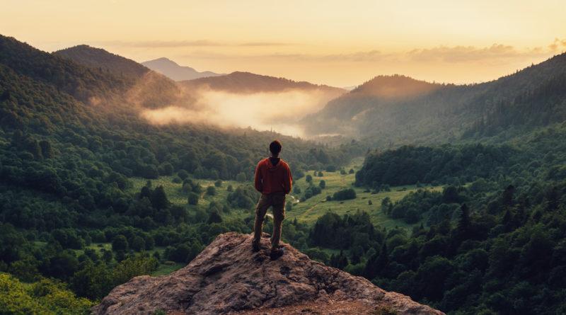به مناسبت روز جهانی کوهستان: گودال برای کسی که شایسته ی قله است جایی برای ماندن نیست